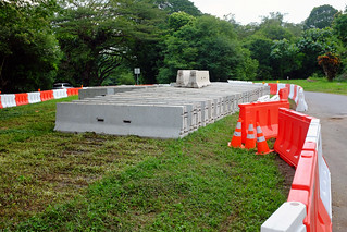 Installing cement road barriers | by Jnzl's Photos