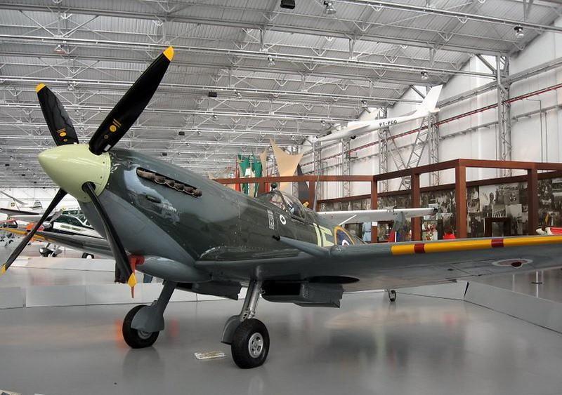 Spitfire HF IX (4)