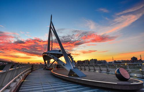 taiwan newtaipeicity sunrise bridge scenery dawn sky cloud outdoors 台灣 新北市 日出 晨曦 晨彩 火燒雲 左岸橋