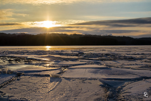 dubuque iowa mississippiriver lockanddamno11 ice river frozen sunrise dawn color