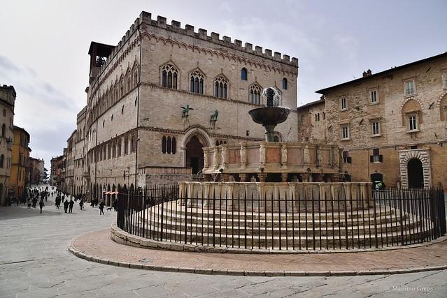 Perugia-Piazza IV Novembre (già Piazza Grande) La Fontana Maggiore ed il Palazzo dei Priori