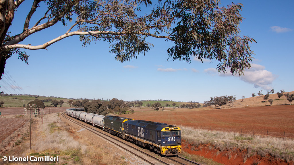 Climbing at Jindalee by LC501