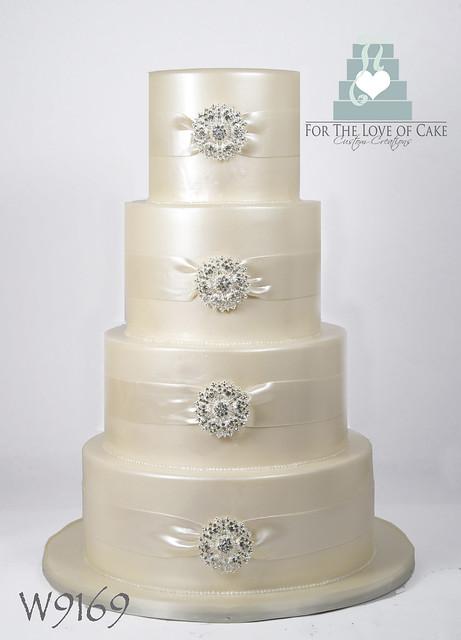 W9169-4-tier-ivory-wedding-cake-toronto
