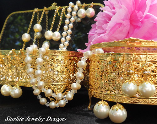 Vintage Jewelry Box ~ Bridal Jewelry Designs ~ Bridesmaids Jewelry Weddings ~ Vintage Jewelry ~ True Vintage   by Naomi King