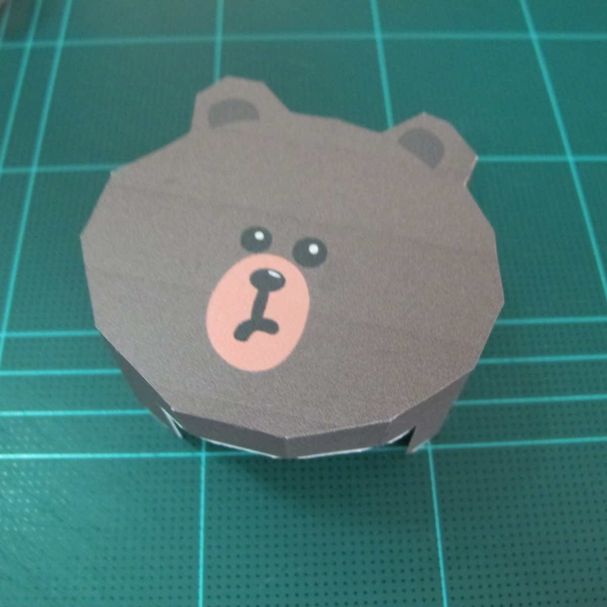 วิธีทำโมเดลกระดาษ ตุ้กตาไลน์ หมีบราวน์ ถือพลั่ว (Line Brown Bear With Shovel Papercraft Model -「シャベル」と「ブラウン」) 021