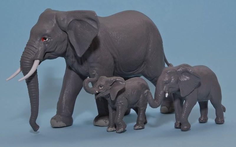 Brands that make 1:30 - 1:35 scale giraffe, elephant or rhinoceros? 11688819025_83f0ebe584_c