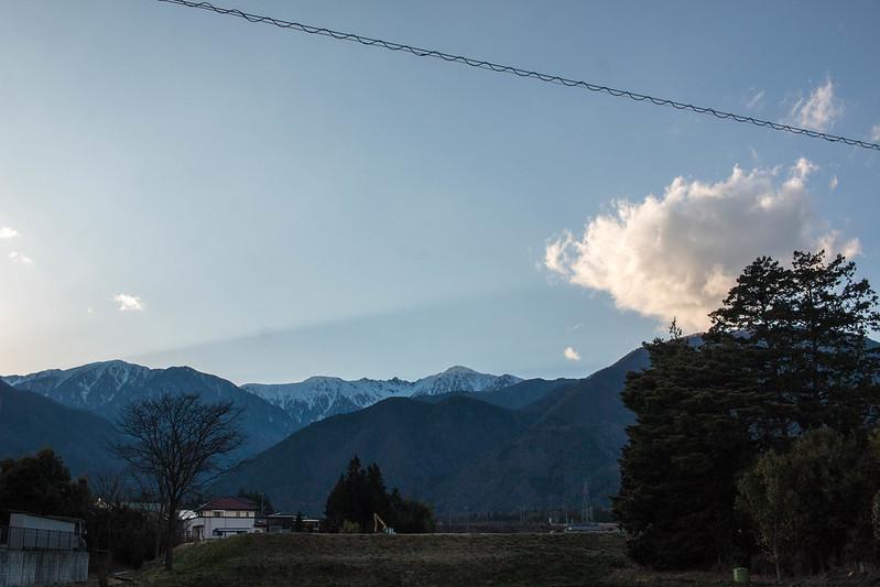 麓の街から木曽駒ヶ岳を眺める