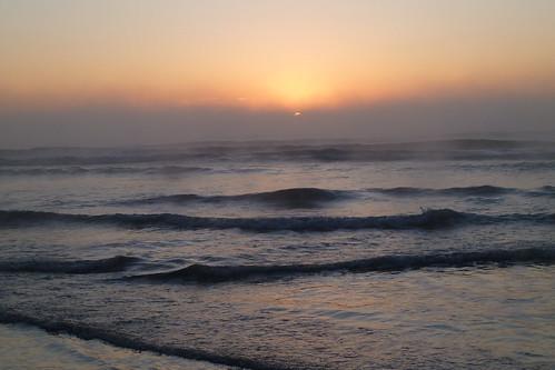 ocean sea newzealand misty fog sunrise dawn waves gloomy pacific nz southisland daybreak newbrighton inspiringcreativeminds