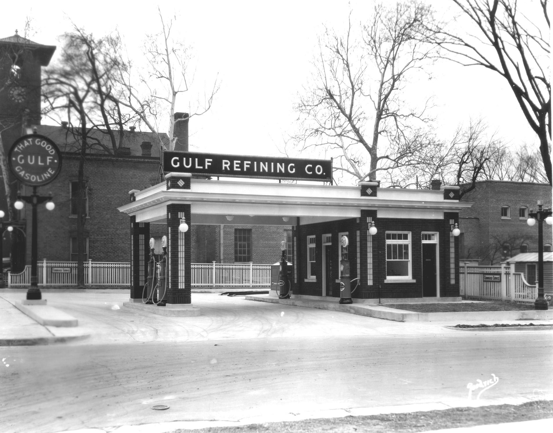 Gulf filling station - Garnett Street, Henderson, North Carolina - ca. 1930