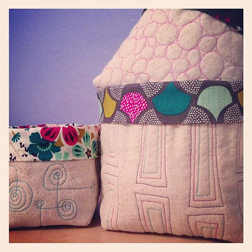Free-motion quilting fabric bucket samples done. #drygoods @drygoodsdesign @afewscraps | by Sew Katie Did