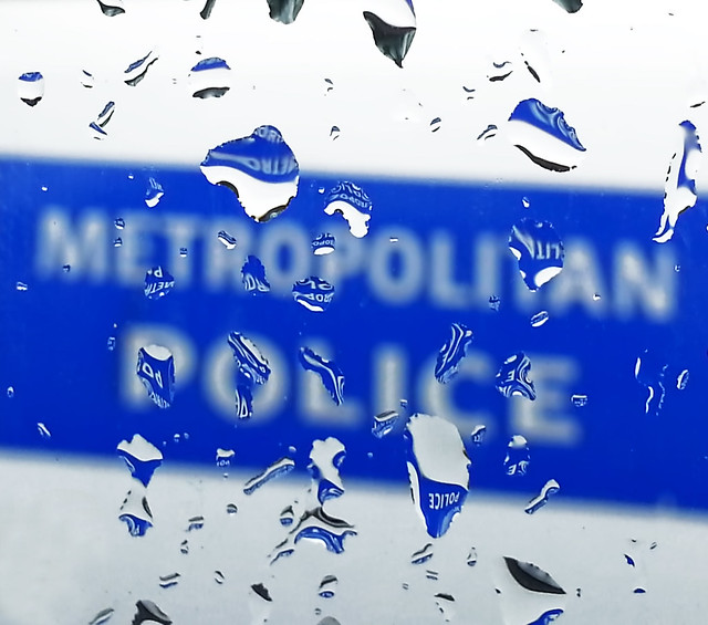 08/52 (2014): Police drops