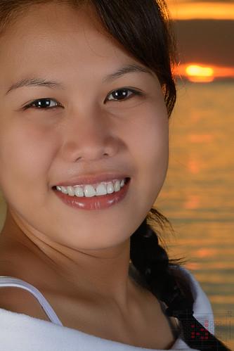 ocean sunset red sea sexy girl beautiful face yellow closeup lady golden close filipina phl philippinen negrosoccidental sipalay