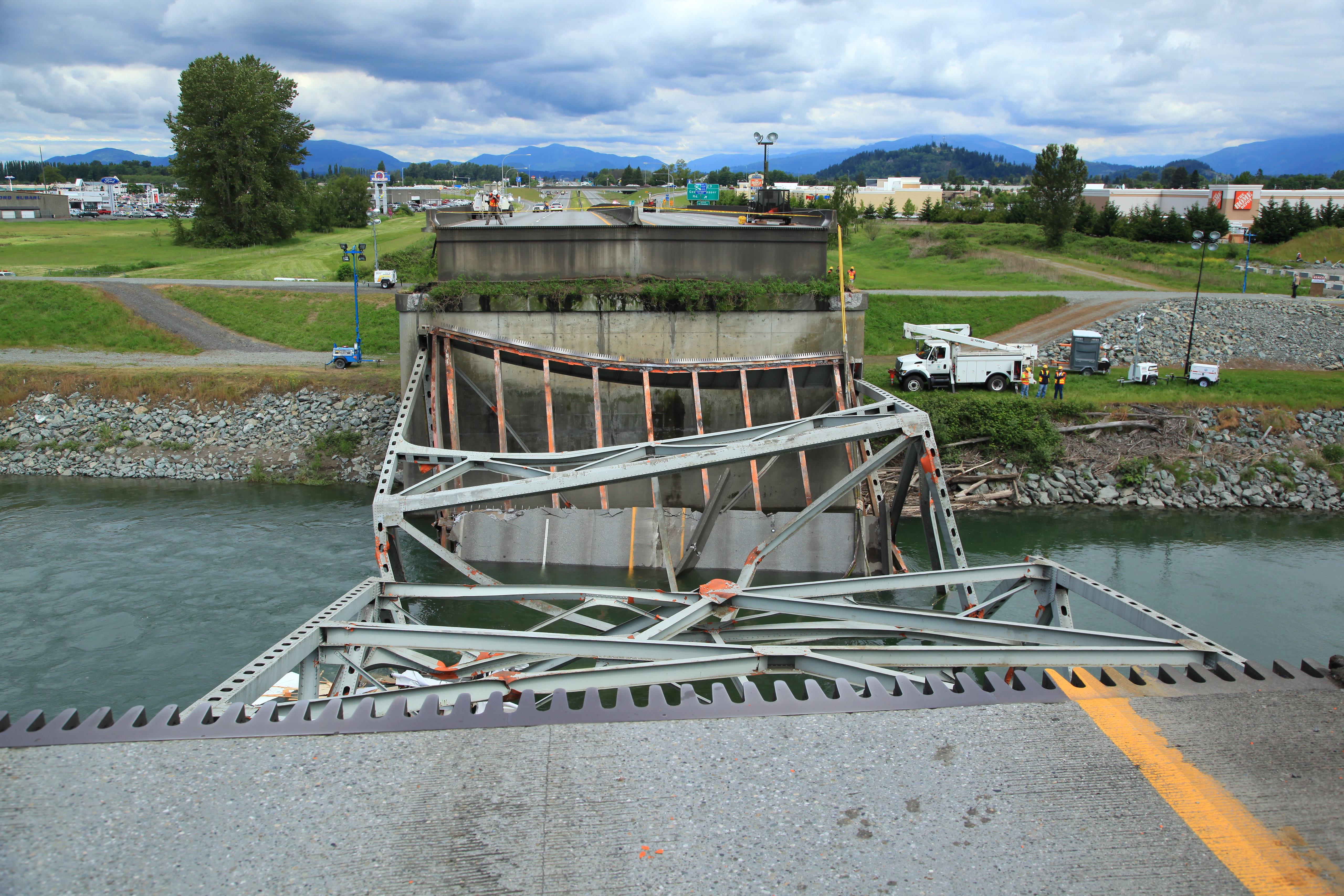 Photos of the I-5 Skagit River Bridge