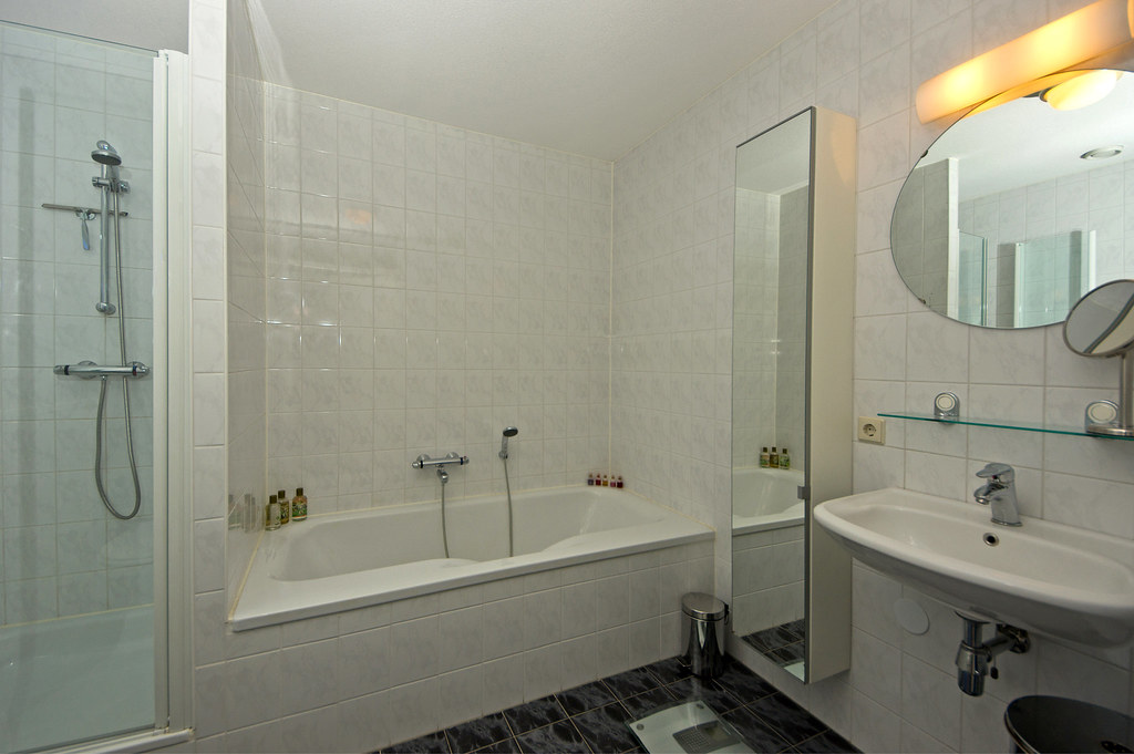 Windowless Bathroom Replaced On Camera Flash Minolta Hs Flickr