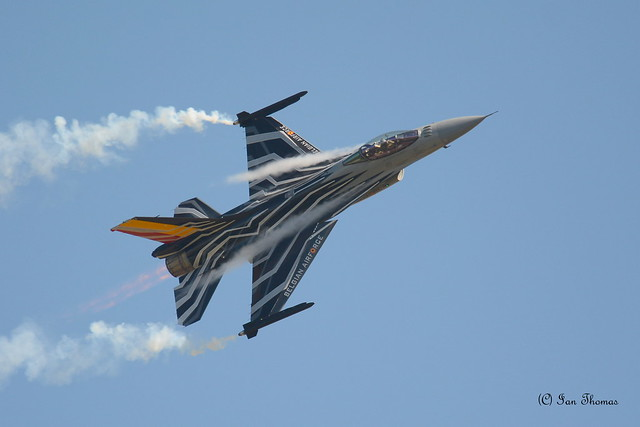 Smoking F16 Falcon