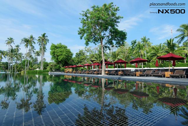 vijitt resort pool reflection
