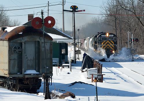 railroad train semaphore lal freighttrain alco semaphoresignal c425 alcolocomotive livoniaavonlakeville winterrailroading lal428 westernnewyorkrailroads westrushny industrystation