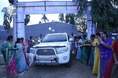 Arrival of Her Holiness on the Satsang Venue