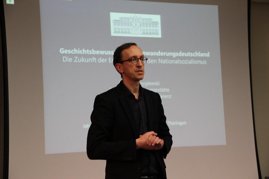 Marco Schrul, Geschäftsführer der HBS Thüringen, begrüßt die Gäste zur offiziellen Jahresauftaktveranstaltung unter dem Thema - Geschichtsbewusstsein im Einwanderungsdeutschland