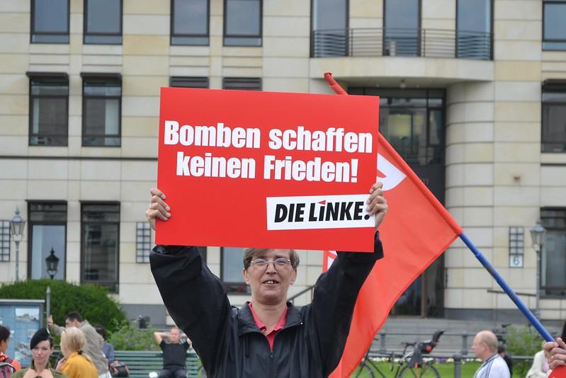 """Protestaktion DIE LINKE: """"Bomben schaffen keinen Frieden"""""""