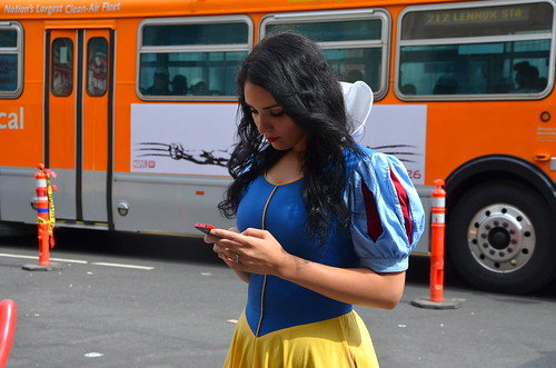 Snow White can text   by afagen