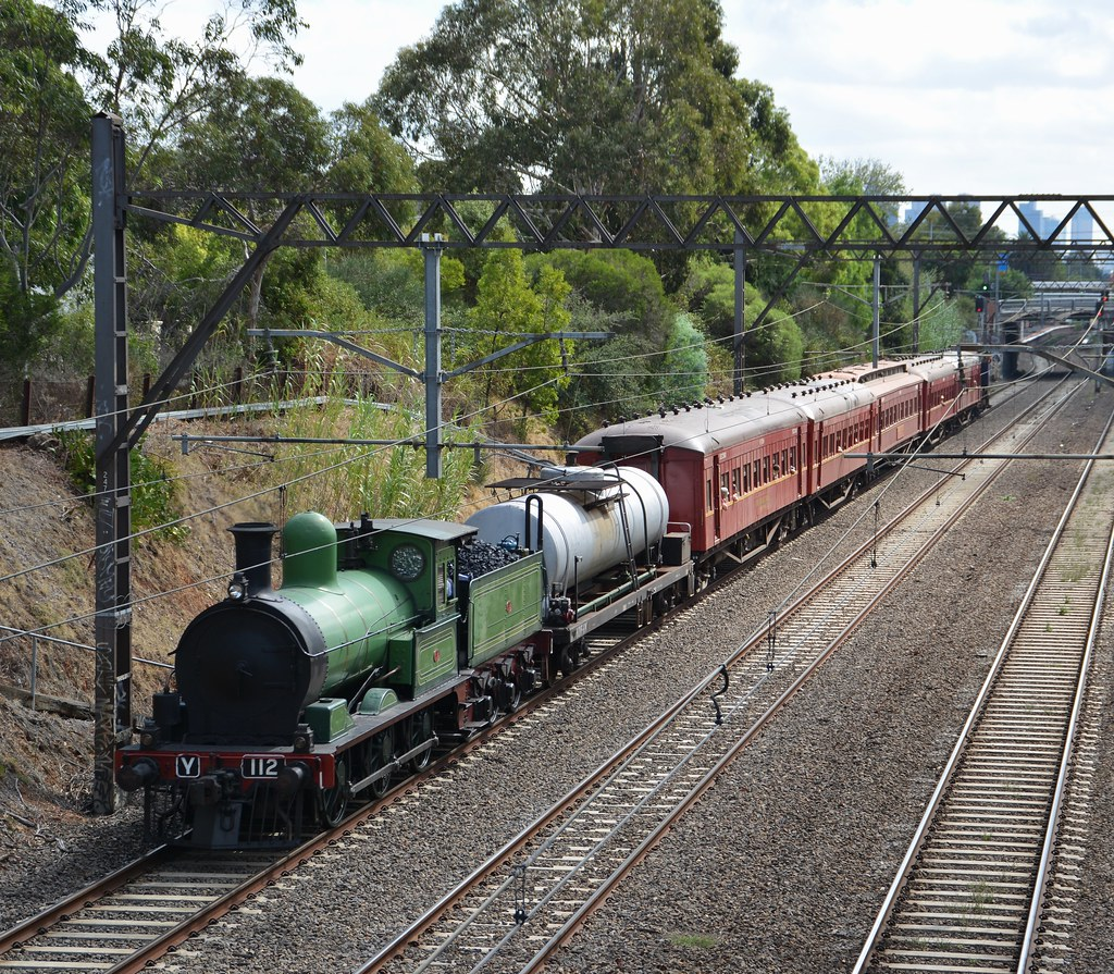 Y112 approaching Armadale by LOCOPOWER