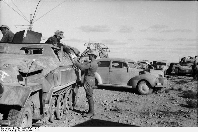 "Nordafrika.- Mittlerer Schützenpanzer (Sd.Kfz. 251/11, ""Fernsprechwagen"")"