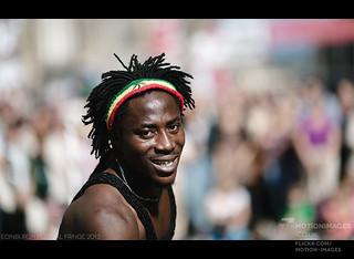 Street Performer on Royal Mile - Edinburgh Festival Fringe 2013 - 9878 | by motion-images