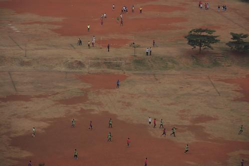 africa summer soccer central zomer afrika uganda kampala voetbal sportveld soccerfield voetballen voetbalveld playingsoccer oeganda 2013 p7700 nikonp7700 inklaar:see=all