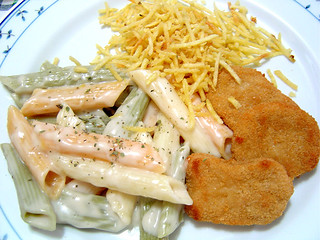 Penne, chicken nuggets and chips