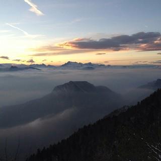 Vue ce matin à 07 heures sur l'agglomération grenobloise à partir du Col de l'Arc (photo transmise par Thomas).