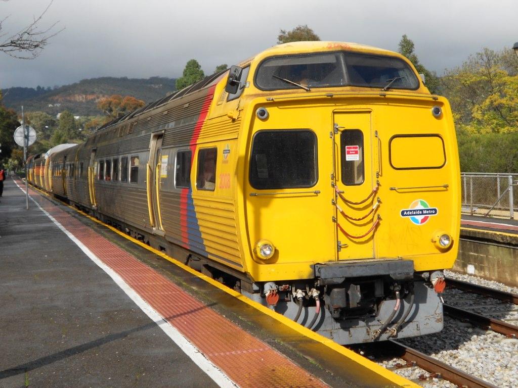 2008/2117/2114/2010 at Mitcham Railway Station by Samuel Wittwer