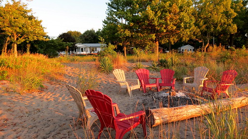 morning holiday ontario canada beach strand sunrise canon chair lakeerie chairs campfire morgen holidayhouse kampvuur zonsopkomst chathamkent canonpowershotsx40hs canonsx40