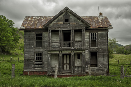 Abandoned farm house in West Virginia