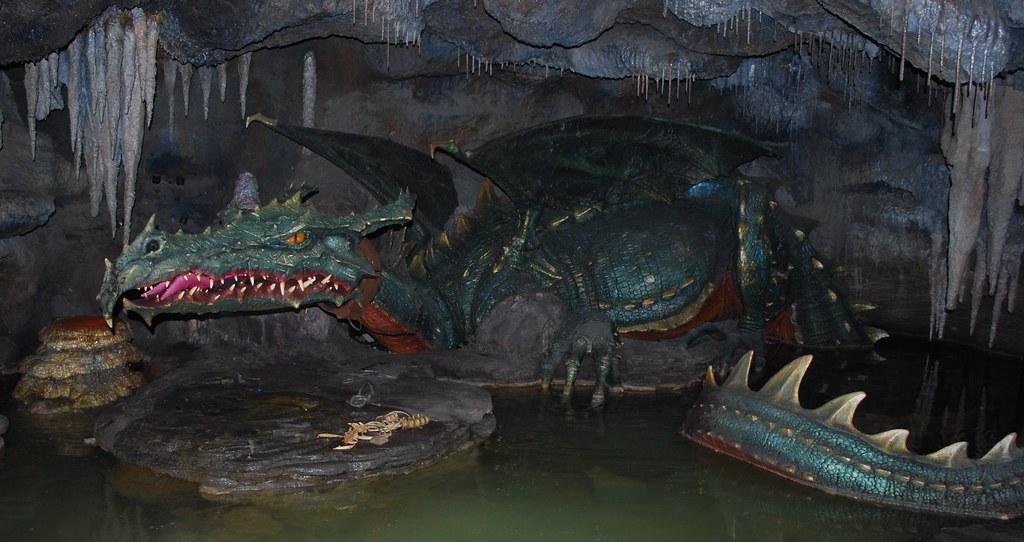 Disneyland Paris - La Tanière du Dragon