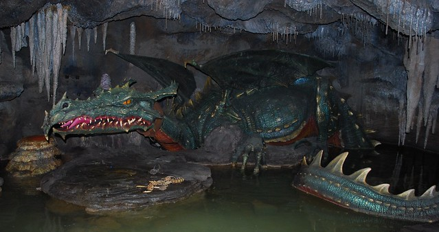 Disneyland Paris - La Tanière du Dragon