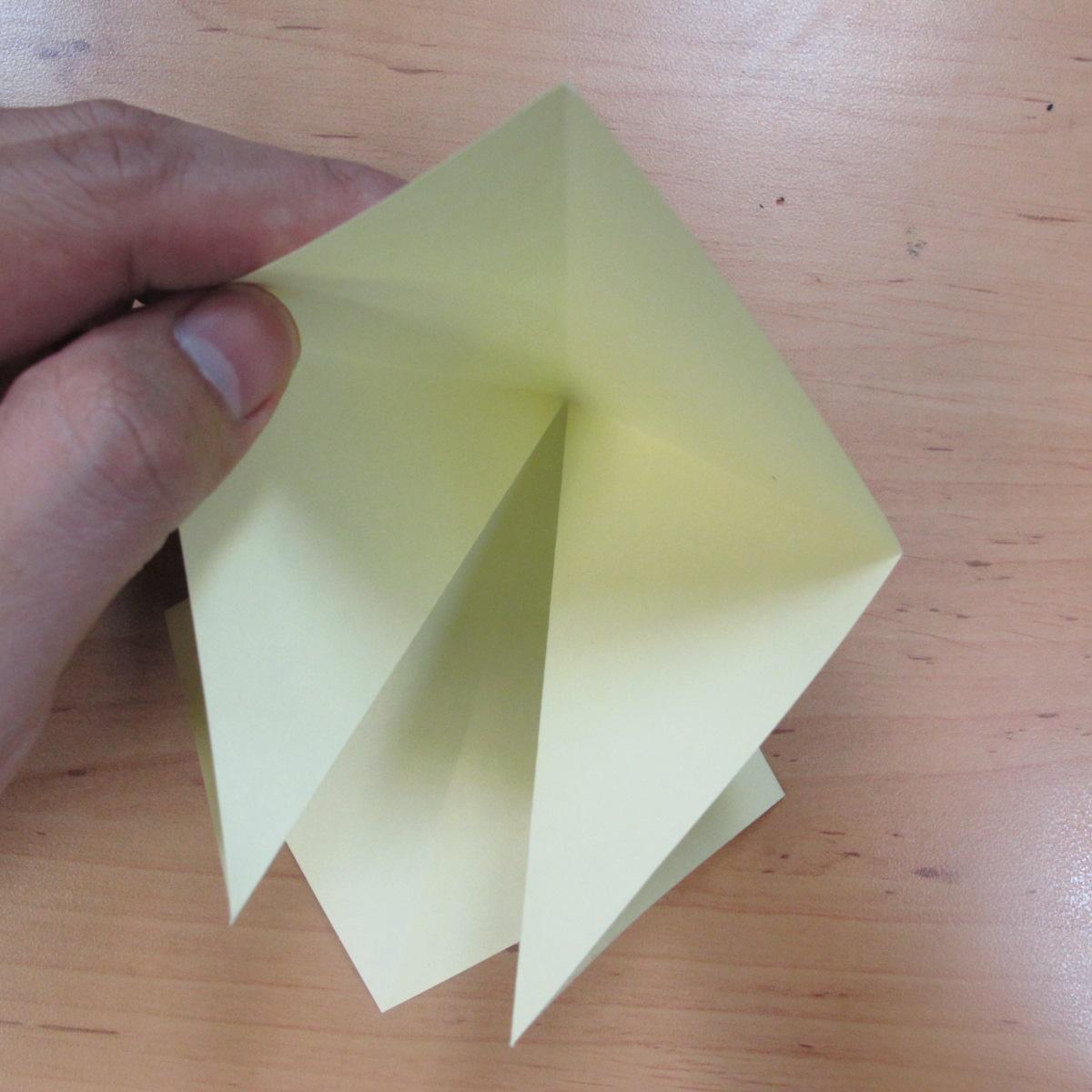 วิธีพับกระดาษเป็นดอกกุหลายแบบเกลียว 005