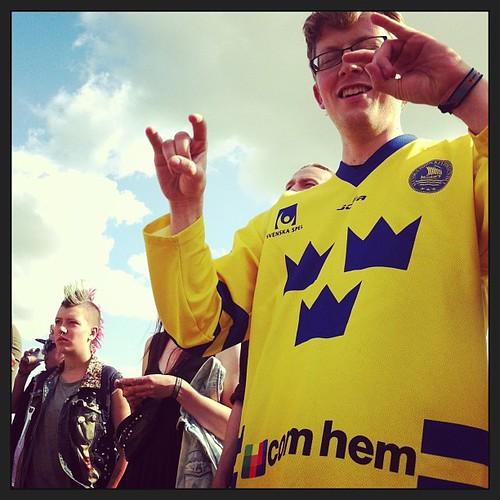 Hanging with punks and pseudo swedes #svenskerdag #turbonegro #orangefeeling #rf13 | by Simon Fredslund