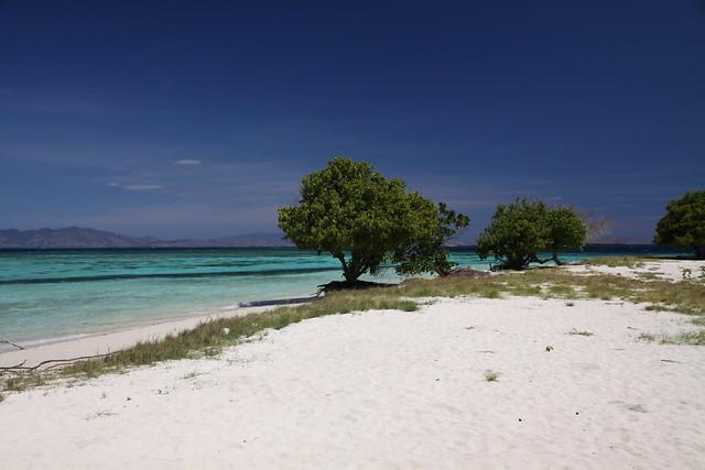 beach on Kanawa island