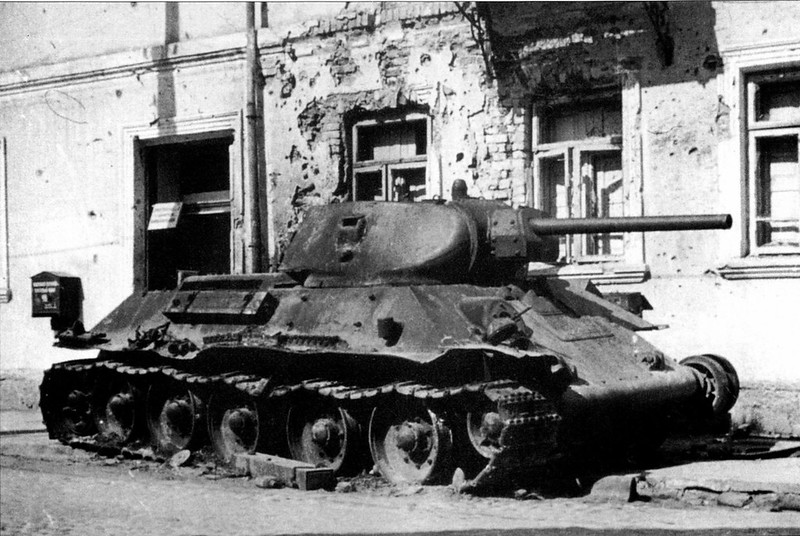 Tank T-34 (93)