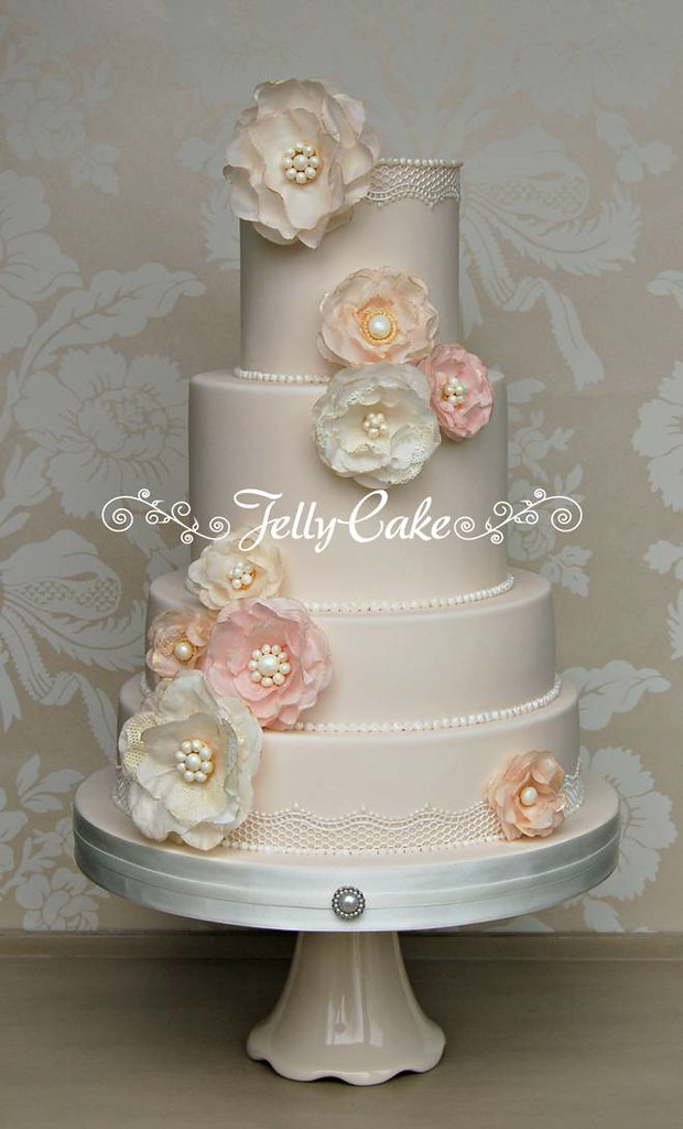 Vintage Rice Paper Flowers Wedding Cake Exhibited In The W Flickr