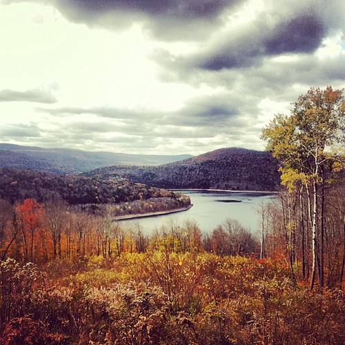 autumn fall square outdoors view hiking hike trail squareformat vista catskills dep catskillmountains delawarecounty pepactonreservoir iphoneography instagramapp uploaded:by=instagram adventuresintheoutdoors uqonordt8e