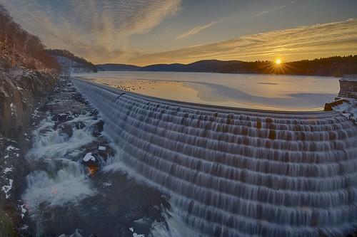 usa ny ice water clouds sunrise dam reservoir cascade westchestercounty sunstar cortlandt newcrotondam crotonriver newcrotonreservoir nycwater cornelldam