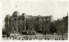 1920 streetcar in front of the Renwick Gallery