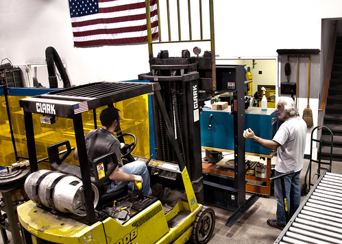 Installing the new press   by diversatechmanufacturing