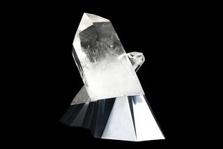Peugeot-Design-Lab-Onyx-Sculpture-Crystal-&-Aluminium-002