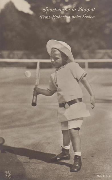 Prinz Hubertus von Preussen beim Tennisspielen