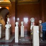 Hall of heads, Louve