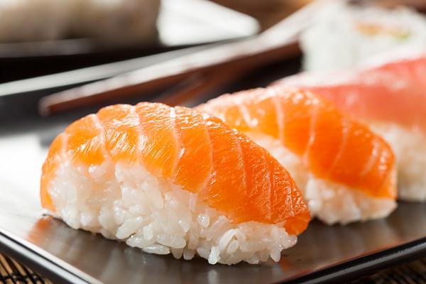 Znalezione obrazy dla zapytania: japanese nigiri sushi