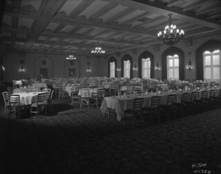 Vancouver Hotel - Banquet room, first floor / Salle de banquet de l'hôtel Vancouver (premier étage)